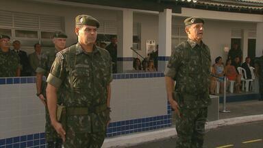 No Recife, solenidade marca troca de comando do CPOR - Tenente coronel de infantaria Mário Antônio Medeiros Vidal passa cargo para coronel de infantaria Paulo Cícero Jacinto de Menezes.