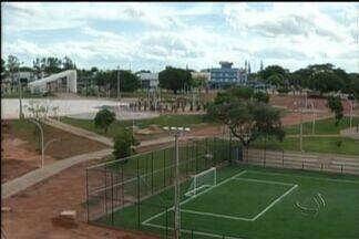 Em Ponta Porã, parque construído foi inaugurado, mas está fechado - Uma área de lazer e para a pratica de esportes é esperada por moradores de Ponta Porã. O Parque dos Ervais, construído na região central da cidade, foi inaugurado, mas está fechado.