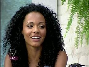 Aline quer saber se Ana vai com sua cara e avisa: 'Vou fazer aula de etiqueta' - Carioca, primeira eliminada do BBB13, garante que não vai posar nua