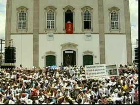 Homenagens ao Senhor do Bonfim reúne mais de um milhão de pessoas em Salvador - Tradição de lavar escadarias da igreja é antiga e tem 273 anos. Começou como uma promessa e segue forte no calendário de festas populares da Bahia.