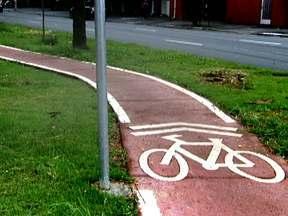 Cidade dos congestionamentos investe em ciclovias - A cidade de São Paulo que é vista como a capital do congestionamento, está investindo em ciclovias como alternativa para diminuir o trânsito na cidade. Cerca de 350 mil bicicletas circulam pela capital todos os dias.
