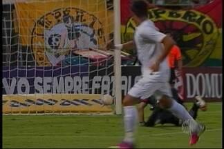 Santos e São Paulo estreiam com vitória no Campeonato Paulista - O Santos e o São Paulo estrearam com vitória no Campeonato Paulista. O Peixe venceu o São Bernardo por 3 a 1 e o Tricolor derrotou o Mirassol por 2 a 0. O Corinthians empatou em 1 a 1 com o Paulista e o Palmeiras não saiu do 0 a 0 com o Bragantino.