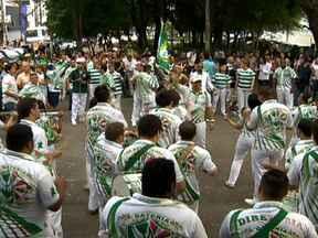 Conheça o enredo da Mancha Verde - Ele compôs canções imortais, teve cela permanente nas prisões da ditadura e foi um ótimo ator. Mário Lago, um personagem extraordinário, volta ao samba no enredo da Mancha Verde.