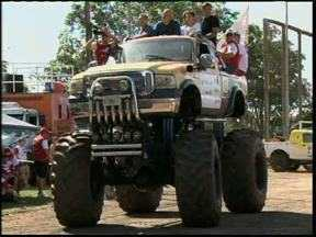Foi dada a largada do Transparaná 2013 - Corrida é o maior rally de regularidade do estado. Começou em Guaíra e vai até o litoral.