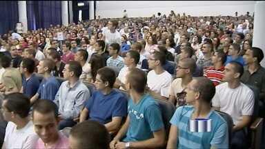 Aprovados no vestibular do ITA fazem matrícula em São José dos Campos (SP) - Alunos aprovados no ITA fazem matrícula na universidade, em São José dos Campos (SP). Dos 7285 inscritos, 120 foram aprovados.