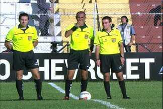 Após treinamento, árbitros se comunicam e evitam erro na estreia do Paulistão - Arbitragem de Paulista x Corinthians colocou em prática os ensinamentos passados durante o treinamento para árbitros do Paulistão.