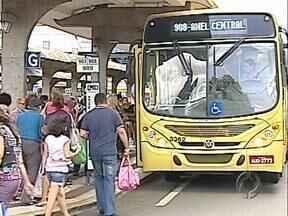 Prefeito de Londrina quer negociar subsídio com Governo Estadual - A passagem de ônibus em Londrina deve subir. A prefeitura ainda não anunciou o percentual de reajuste. Antes, o prefeito vai negociar com o governo do Estado um subsídio para o transporte.