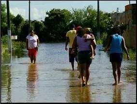 Abertura de canal alaga casas em Campos dos Goytacazes, RJ - Canal Cambaíba foi aberto para amenizar seca na região.Nível da água subiu e invadiu casas da Vila Menezes.