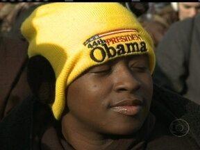 Americanos esperam mudanças no segundo mandato de Obama - A multidão que lotou Washington levava para a festa, a esperança de mudanças, no segundo mandado do presidente Barack Obama. Os americanos sabem que a tarefa não será fácil, e que depende muito do Congresso, que já está bem dividido.
