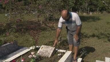 Cemitério Nossa Senhora Piedade continua abandonado em Manaus - Em outubro do ano passado, a reportagem da TV Amazonas constatou o abandono do Cemitério Nossa Senhora Piedade. Neste mês de janeiro, a situação continua parecida no local.