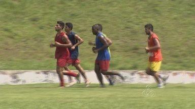 Cláudio Marques comanda o primeiro treino com a equipe do Fast-AM - Treinador na manhã desta segunda-feira (21) conversou com os 25 jogadores. Já no período da tarde iniciou um trabalho em campo com grupo