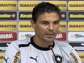 Sortudo e experiente, Bolívar comemora a boa estreia no Botafogo - Zagueiro do Glorioso elogia companheiros e comenta sobre a briga pela posição.
