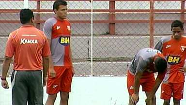 Guarani está à procura de lateral para jogar do lado direito da defesa - Time apresentou os dois últimos contratados.