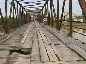 Correspondente JA: Telespectador manda imagens ponte em estado crítico - Correspondente JA: Telespectador manda imagens ponte em estado crítico.