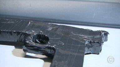 Quatro adolescentes são apreedidos suspeitos de roubar carro na Grande BH - Eles foram perseguidos e trocaram tiros com a PM.