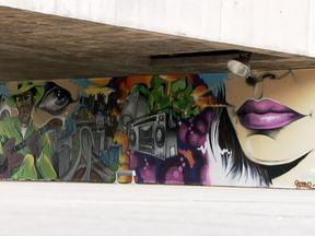 Bienal do Grafite reúne trabalho de 50 artistas de vários países em São Paulo - A arte dos grafites, que enfeitam as ruas das grandes cidades, foi parar no Museu Brasileiro de Escultura. Mostra fica em cartaz até o dia 17 de fevereiro e traça um panorama dos mais diversos estilos de grafite, técnicas e conceitos.