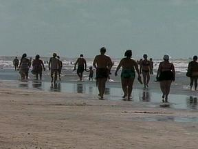 Sábado de tempo bom leva veranistas à praia - Temperatura ultrapassou os 25 graus.