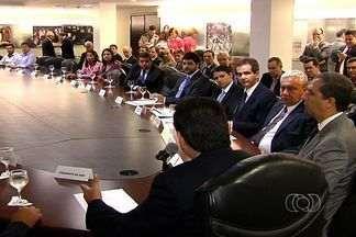 Prefeitos da região de Brasília se reunem governador Marconi Perillo - Discussão sobre melhorias para as cidades foi o tema central do encontro. No entanto, governador já sinalizou que não tem recursos financeiros para ajudar.