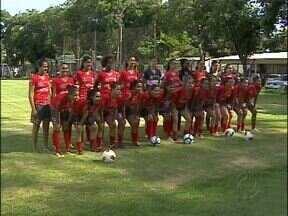 Comissão técnica apresentou hoje as jogadoras do time feminino de futebol - As atletas vão defender Foz do Iguaçu na temporada 2013.