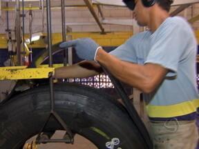 Empresas que reutilizam pneus velhos reclamam falta de pontos de coleta - Outra reclamação é quanto à falta de incentivo para a criação de empresas que fazem a transformação dos pneus velhos em outros materiais.