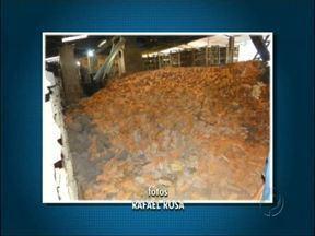 Forno de cerâmica explode em Santa Helena - No momento da explosão havia 18 mil tijolos dentro do forno que é utilizado para queimar esse produto. Um funcionário que estava no local conseguiu sair sem se ferir.