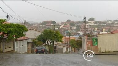 Moradores de bairro de São José dos Campos (SP) não recebem encomendas - Moradores do Campos de São José, na zona leste de São José dos Campos (SP), deixaram de receber encomendas em casa. Os Correios suspenderam as entregas com medo da violência no bairro.