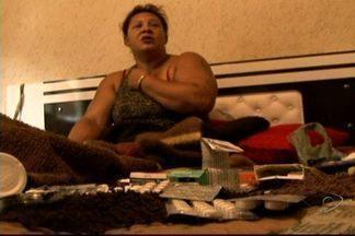 Mulher aguarda cirurgia há sete anos, no ES - Ela levou um tombo, fraturou a coluna e tenta recuperar os movimentos das pernas.