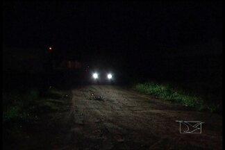 Em Bacabal, os moradores reclamam da falta de iluminação pública - Em Bacabal, os moradores reclamam da taxa de iluminação pública cobrada na conta de energia, isso porque algumas ruas estão sem iluminação há mais de um mês.