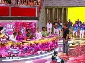 Luciano Huck conversa com os jurados e apresenta as candidatas do concurso - Beldades do Musa do Carnaval se apresentam ao som da bateria da Rosas de Ouros