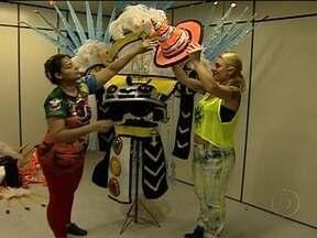Fantasias das Escolas de Samba do Rio são disputadas por foliões internacionais - É grande a procura por fantasias das Escolas de Samba que vão desfilar na Sapucaí. Nas lojas do Rio, objetos, adereços e fantasias são procurados pelos foliões que desejam pular o carnaval nos blocos de rua.