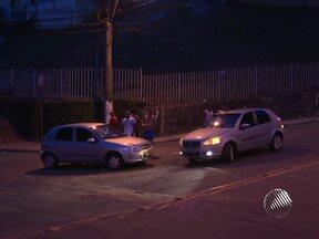 Motorista provoca acidente na Federação após tentar 'roubadinha' - Muitos motoristas costumam fazer a mesma manobra no local onde o acidente ocorreu.