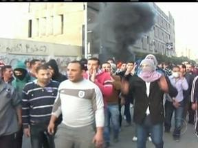 Protestos em Port Said, no Egito, deixam 32 mortos - O tumulto foi provocado pela condenação à morte dos responsáveis pelo massacre em um estádio de futebol em 2012. Parentes e amigos de vítimas da chacina comemoraram a condenação à morte de 21 pessoas acusadas pela autoria do crime.