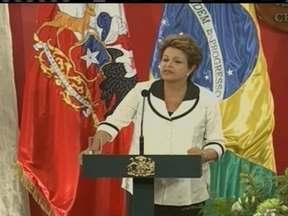 Brasil e Chile fecham acordo na áreas de cultura, educação e energia - O anúncio foi feito durante a cúpula de países da América Latina, Caribe e Europa, que ocorreu em Santiago. Na primeira visita oficial de Dilma Rousseff ao Chile, ela teve reuniões com chefes de estado do México, da Argentina e da Alemanha.