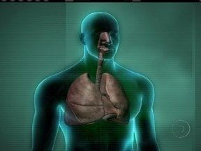 Entenda como o corpo reage à fumaça de um incêndio - No incêndio que atingiu uma boate em Santa Maria, mais de 90% das vítimas morreram por intoxicação respiratória. Os médicos explicam que a inalação de uma grande quantidade de fumaça provoca falta de oxigênio causando a morte.