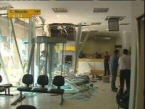 Agência bancária é praticamente destruída após ataque de bandidos a caixa eletrônico - Foi na madrugada desta terça-feira em Ramilândia, região oeste do Paraná