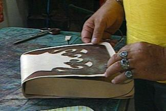 Artesão paraibano exporta produtos feitos com couro para Inglaterra - Conheça o trabalho de Biagio Grisi.