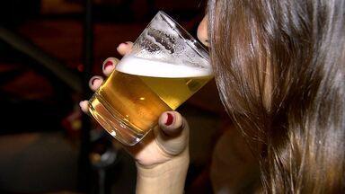 Lei Seca fica ainda mais rigorosa no país - A partir desta terça-feira (30), quem for pego dirigindo depois de tomar qualquer quantidade de bebida alcóolica pode pagar multa e ter a carteira apreendida.