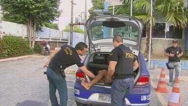 Oito pessoas são presas acusadas de envolvimento com o tráfico de drogas - A polícia afirma que um pastor evangélico fazia parte do grupo, que agia na Região Metropolitana do Recife.
