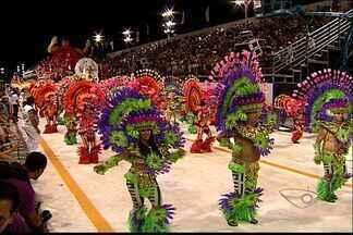 Confira os melhores momentos dos desfiles das escolas de samba - Campeã do carnaval capixaba será conhecida nesta terça-feira