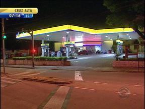 Posto de combustíveis é assaltado na Zona Sul de Porto Alegre - Suspeito fugiu em motocicleta.