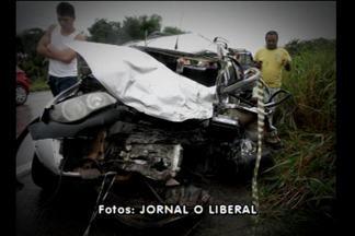 Duas pessoas morrem em acidente na BR-316 em Castanhal - Carreta bateu em um carro. Motorista do caminhão fugiu. Dois homens que estavam no carro morreram no local. Uma mulher e uma criança que também estavam no veículo sobreviveram, e foram encaminhadas para o hospital.