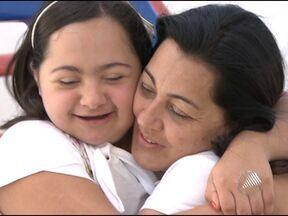 Mãe de jovem com síndrome de Down consegue matricular filha em escola - A família precisou recorrer ao Ministério Público e ao Conselho Estadual de Educação para conseguir uma vaga.
