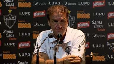 Técnicos falam sobre o primeiro clássico do ano em Minas Gerais - Cuca pediu desculpas à torcida pela derrota do Atlético-MG. Enquanto isso, o técnico do Cruzeiro encheu os jogadores do time de elogios.