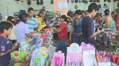 Domingo foi movimentado nas papelarias de Porto Velho - O movimento total chegou a quase 100% que nos dias anteriores. A maioria dos pais deixou a compra do material para a última hora.