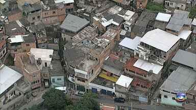 Parte da laje de igreja desaba e deixa oito feridos em Belo Horizonte - Acidente foi no bairro Nova Cachoeirinha.