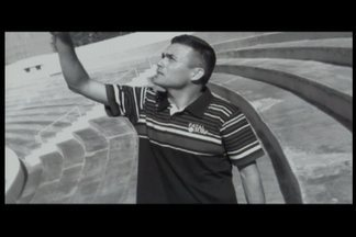 Porteiro faz música em homenagem ao aniversário de Neymar - Ediclaudo, de São José dos Campos, é conhecido artisticamente como 'pródigo'
