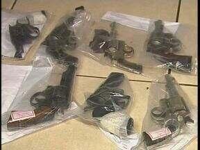 Armas que foram roubadas do fórum são encontradas em Jandaia do Sul - As armas foram encontradas através de uma denúncia anônima