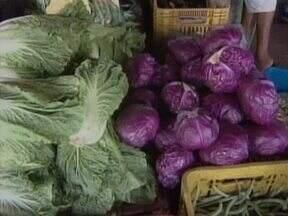 Consumidores reclamam dos altos preços dos produtos no Ceapi - Vendedores alegam que a seca e o local de origem são alguns dos fatores que contribuem para o aumento.