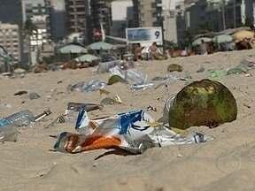 Rio tem grande número de praias impróprias para o banho - Segundo o Instituto Estadual do Ambiente, entre a Barra e a Zona Sul, o mar está poluído em 11 praias. Uma análise da Secretaria Municipal de Meio Ambiente diz que a cidade tem 16 locais com a areia imprópria.