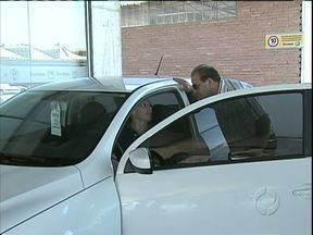 Vendas de carros aumentam no começo de 2013 - Curitiba já tem sete carros para cada 10 moradores.